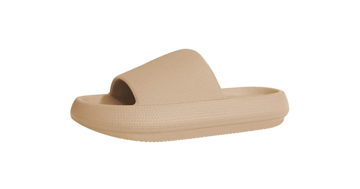 These $20 Comfy Slides Are Amazing Alternatives to the Iconic Yeezy Style.jpg