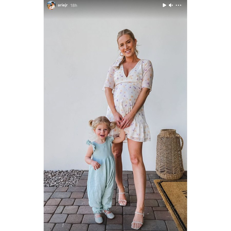 pregnant-lauren-burnhams-baby-bump-pics-ahead-of-welcoming-twins 1