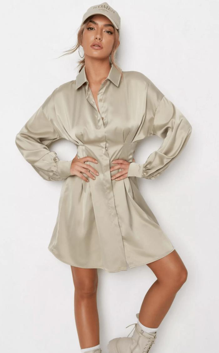 vestido camisero de satén con pliegues en la cintura