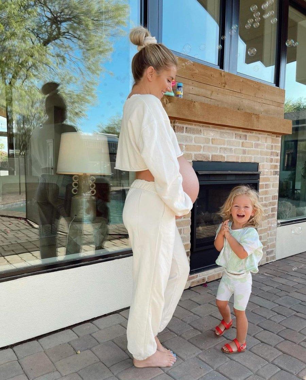 30 Weeks! Bachelor's Pregnant Lauren Burnham Shows Baby Bump Progress