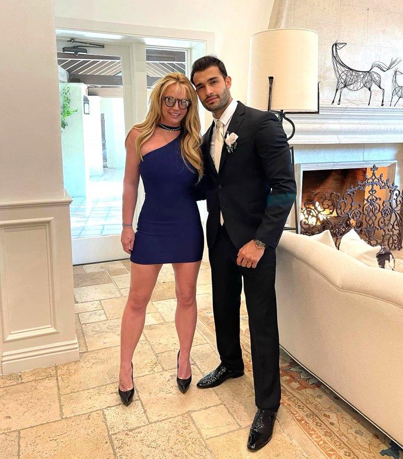 Britney Spears Cozies Up to Boyfriend Sam Asghari at Wedding: Photos