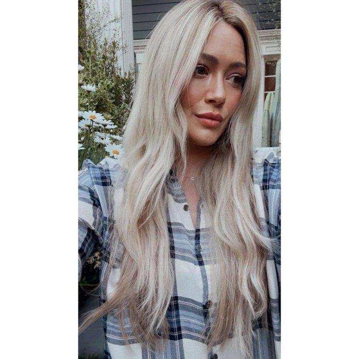 ¡De vuelta a Blonde!  Hilary Duff se deshace del cabello azul