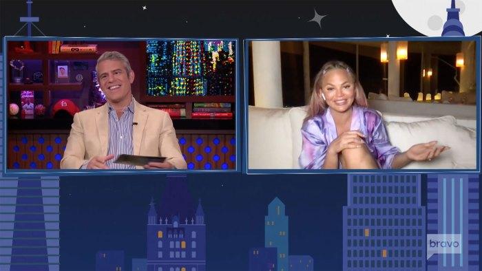 Chrissy Teigen Mira lo que sucede en vivo con Andy Cohen