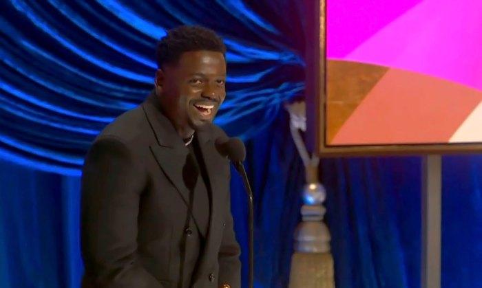 Daniel Kaluuya avergüenza a mamá en el discurso de los Oscar 2021