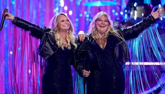 Elle King y Miranda Lambert Twin en chaquetas de flecos para los ACM de 2021: fotos