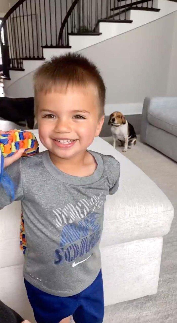 Jana Kramer se ríe con su hijo Jace Nuevo video en medio del divorcio de Mike Caussin