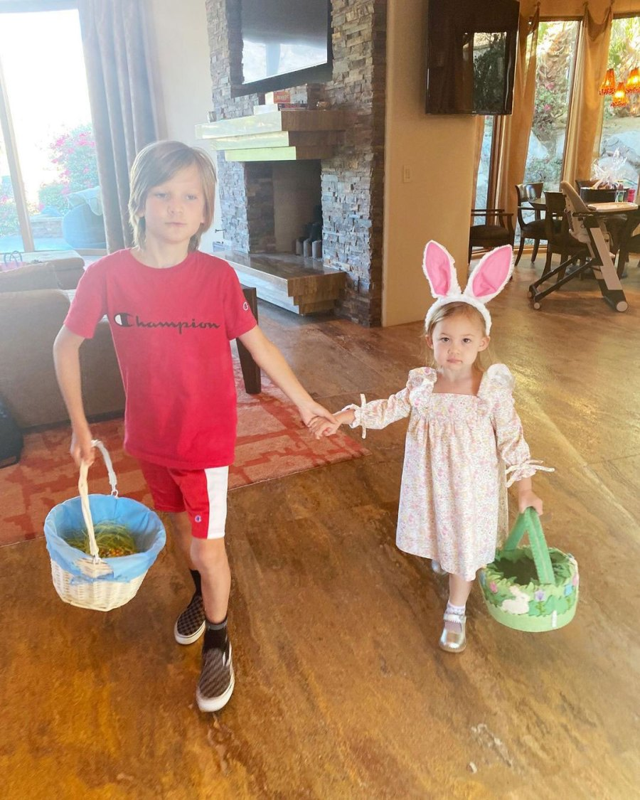 Kate Hudson Parents Dress Kids in Festive Easter Outfits