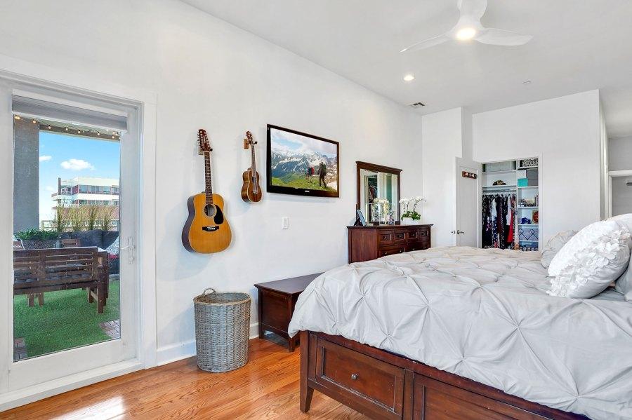 Pete Davidson Moves Out Moms Basement Into New Apartment