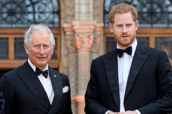 El príncipe Carlos 'todavía está furioso' por la entrevista del príncipe Harry y lo 'congela'