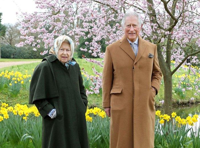 El príncipe Carlos visita a la reina Isabel II después de la muerte del príncipe Felipe 2
