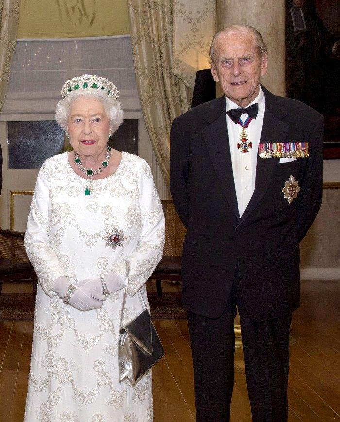 El príncipe Carlos visita a la reina Isabel II después de la muerte del príncipe Felipe 3