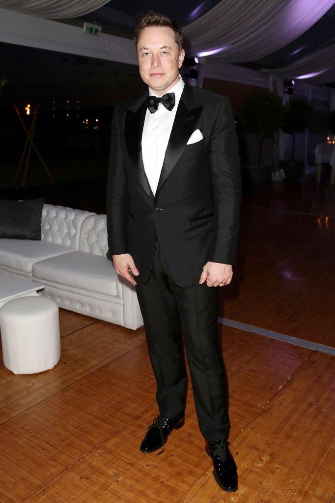 Saturday Night Live Cast Members Take Slight Digs at Elon Musk Ahead of Hosting Debut 2
