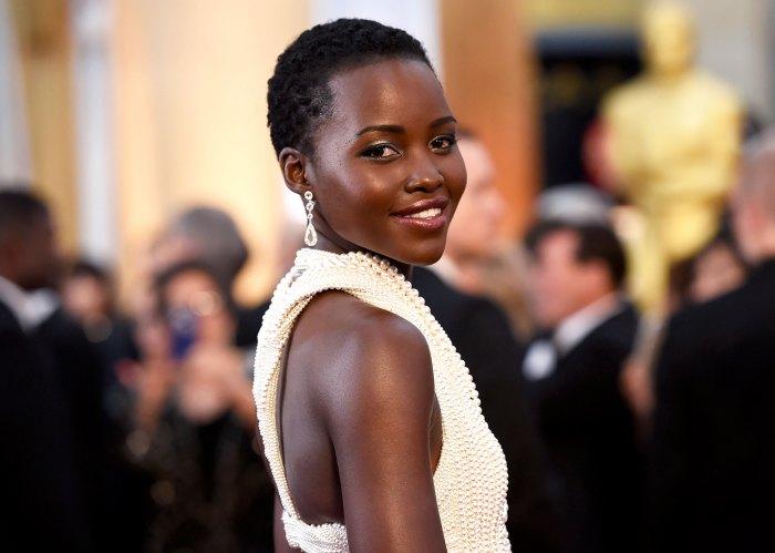 Elegante maquillaje para podcasts después de los Oscar