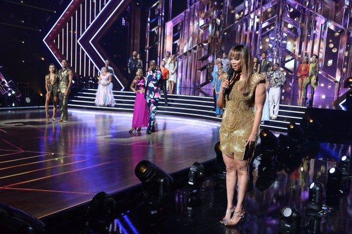 Tyra Banks presentando Bailando con las estrellas