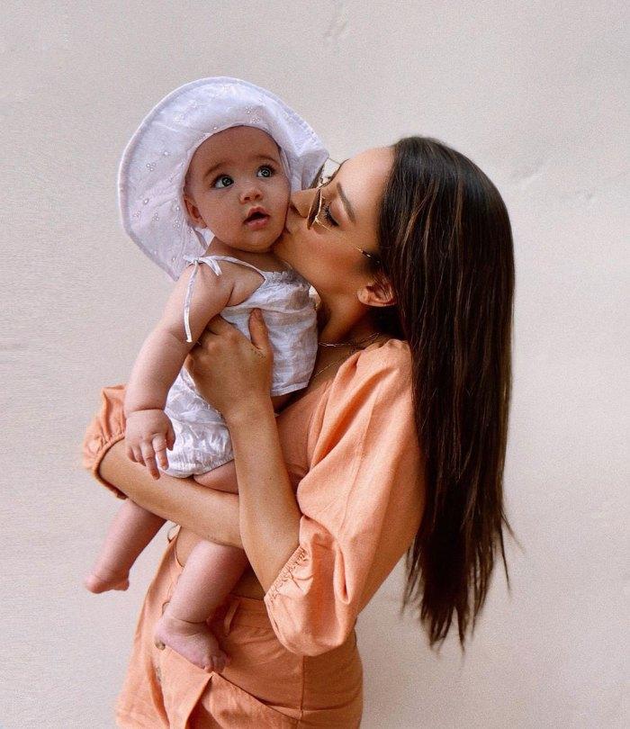 Por qué el trabajo de parto de 33 horas de Shay Mitchell no la está impidiendo tener otro bebé