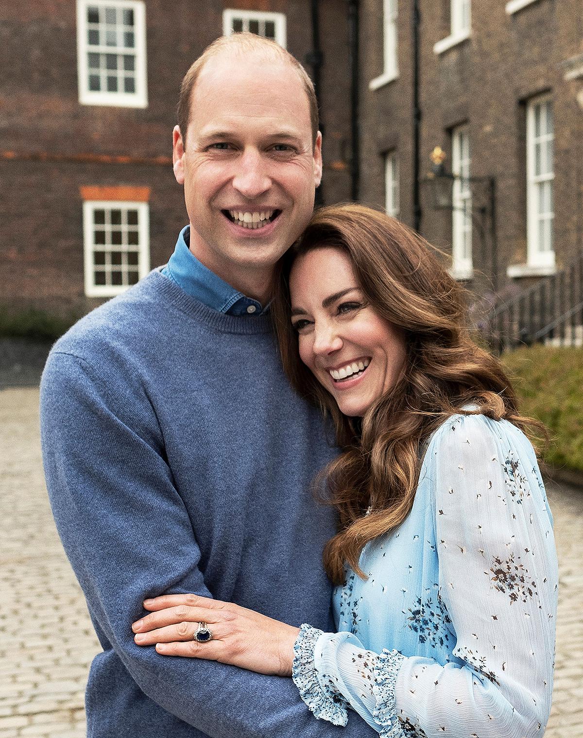 duchess-kate-anniversary-dress2