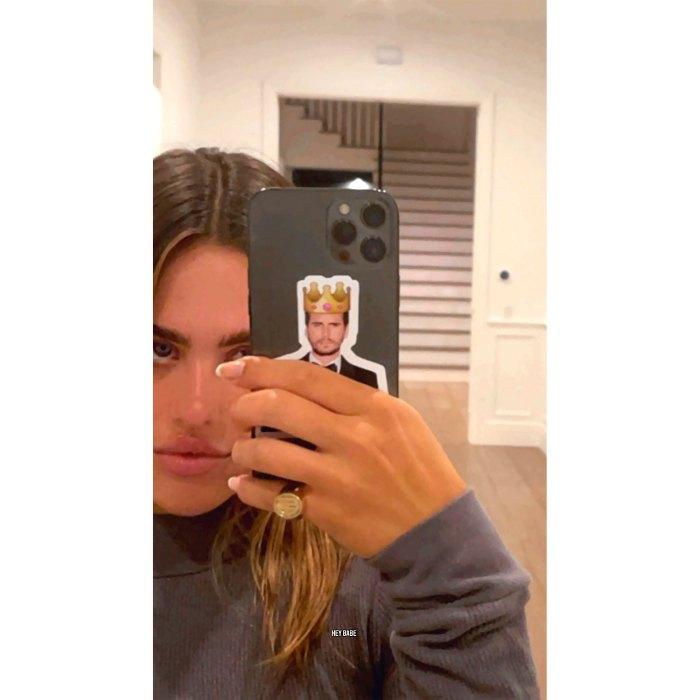 Amelia Gray Hamlin Honors Boyfriend Scott Disick With Cheeky Phone Sticker