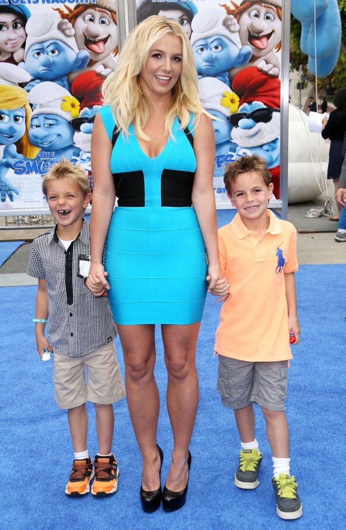 Britney Spears reflexiona sobre tener hijos con Kevin Federline Very Young 4