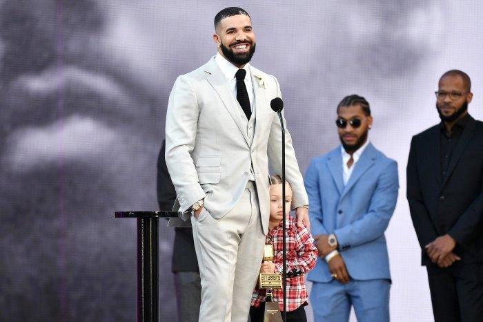 Drake lleva a Son Adonis al escenario Billboard Music Awards 2021