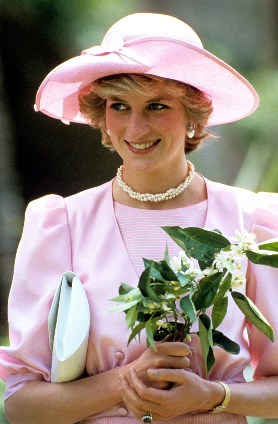 Everything to Know About Princess Diana Statue Unveiling 4