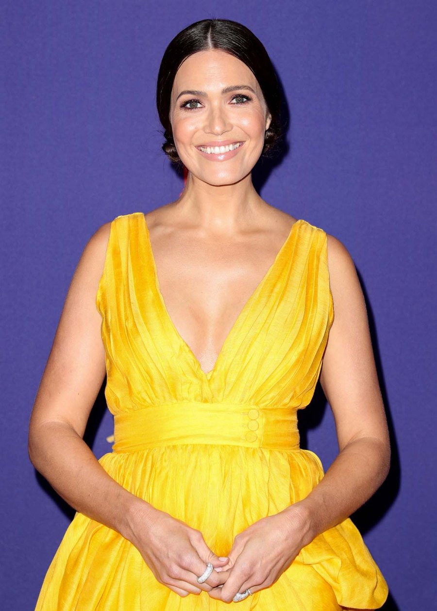 Gorgeous Mandy Moore Makes 1st Awards Show Appearance Since Giving Birth