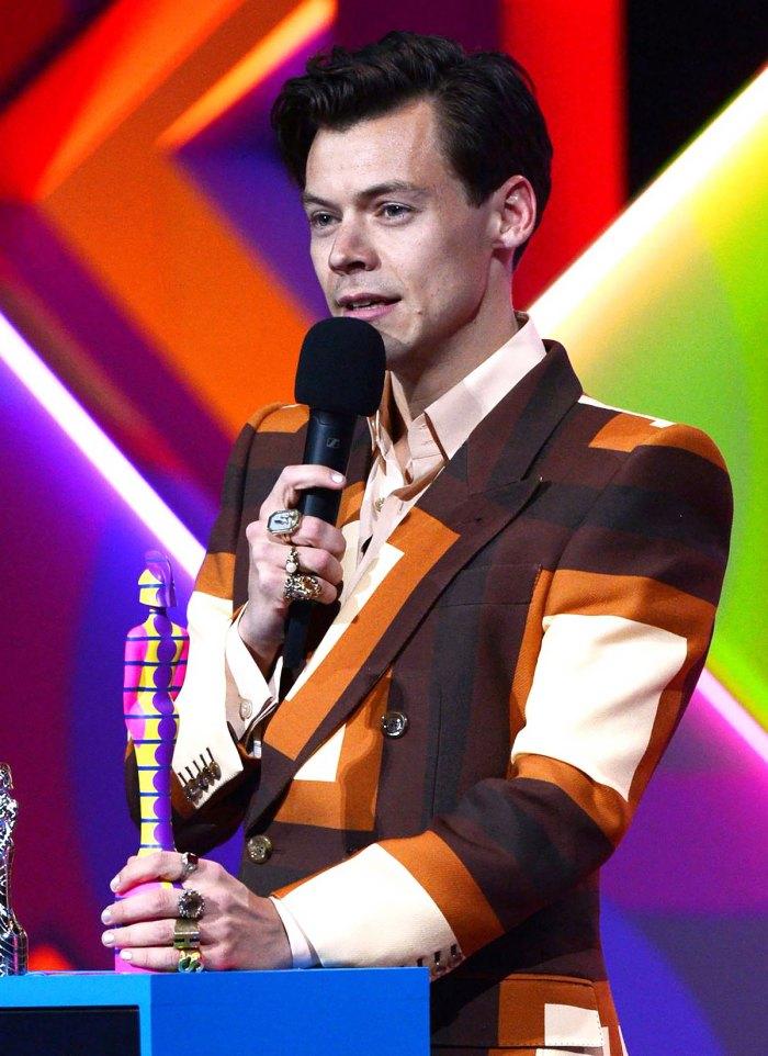 ¿Esperar lo?  Los fanáticos de Harry Styles están preocupados de que haya perdido su acento británico