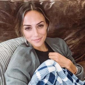 Jana Kramer Celebrates Boob Job With Topless Photo Im Good Enough