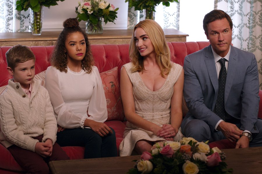 Kelsey Porter Scott Porter Teases Ginny & Georgia Season 2 Ahead of Cast Reunion 2