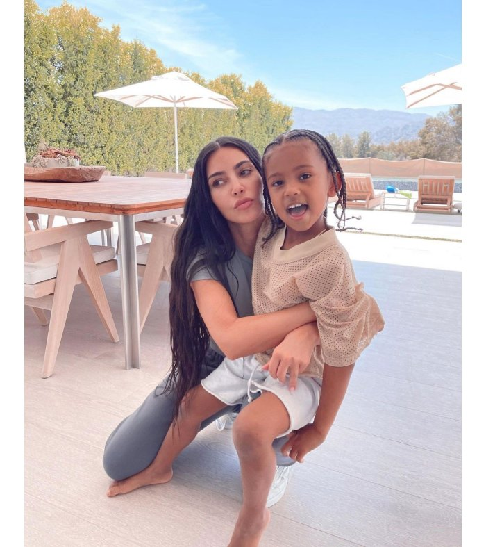 Kim Kardashian está preocupada por Son Saint Positivo COVID-19 2