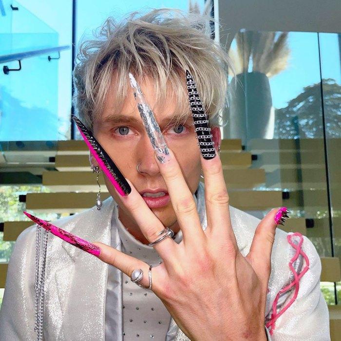 Las uñas acrílicas con tachuelas increíblemente largas de Machine Gun Kelly rompieron Internet