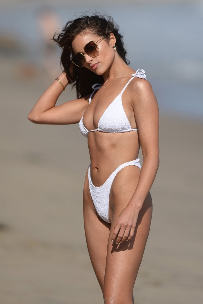 Olivia Culpo luciendo un bikini de Boohoo en Malibú
