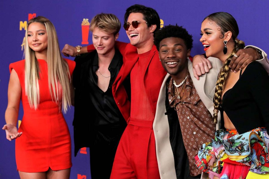 Outer Banks Cast Prove Theyre Squad Goals MTV Movie TV Awards 2021 Red Carpet