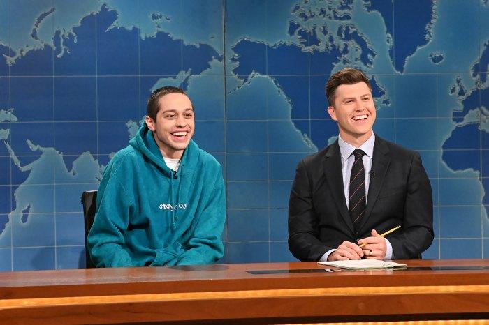 Pete Davidson bromea que está 'aliviado' de que Chrissy Teigen esté 'fuera de nuestras vidas' durante 'SNL