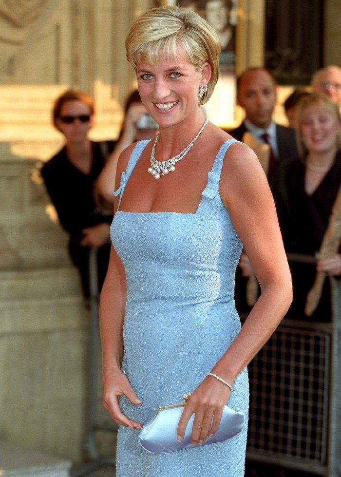 El ex entrenador de voz de la princesa Diana, Stewart Pearce, afirma que le dio permiso para escribir un libro con una condición