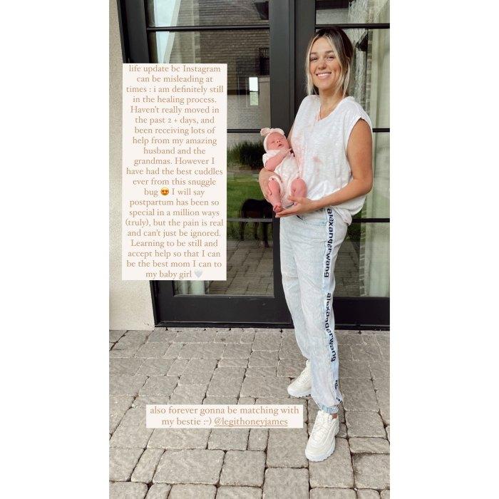 Sadie Robertson habla sobre el viaje posparto y dice que 'el dolor es real' 1 semana después de dar a luz