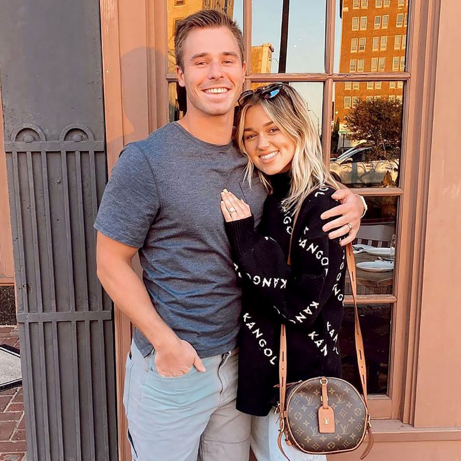 Sadie Robertson and Christian Huff Share Family Photos With 2-Week-Old Daughter Honey 5 Feature
