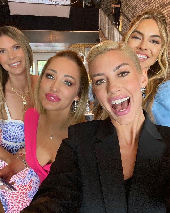 Las estrellas de 'Selling Sunset' Chrishell Stause, Heather Rae Young y más se reúnen para la cuarta temporada de películas