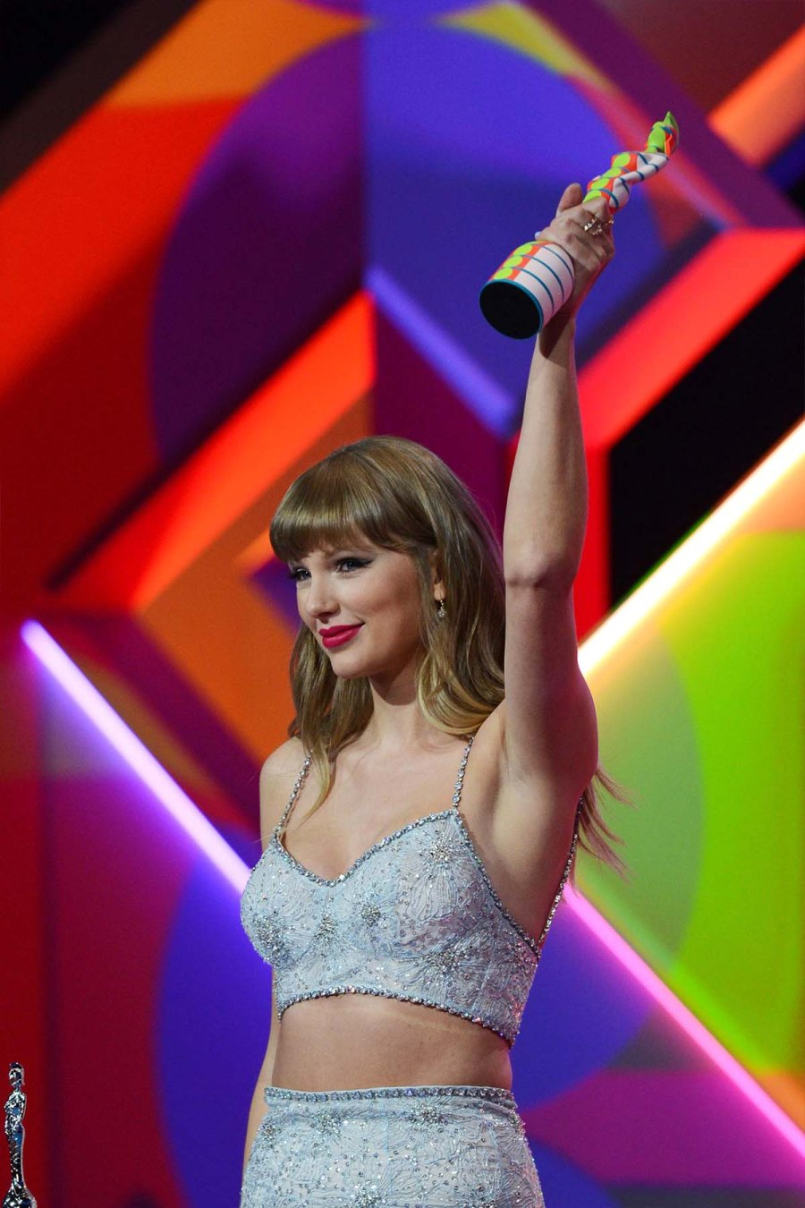 Taylor Swifts Sparkly Crop Top Stole Show 2021 BRIT Awards