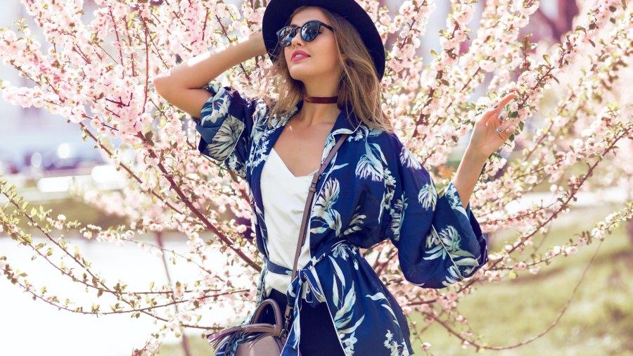 Woman-Kimono-Stock-Photo