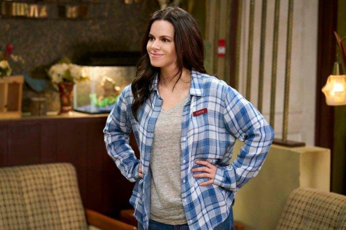 5 razones por las que Emily Hampshire de Schitt's Creek es una mujer enamorada de Us Weeklys