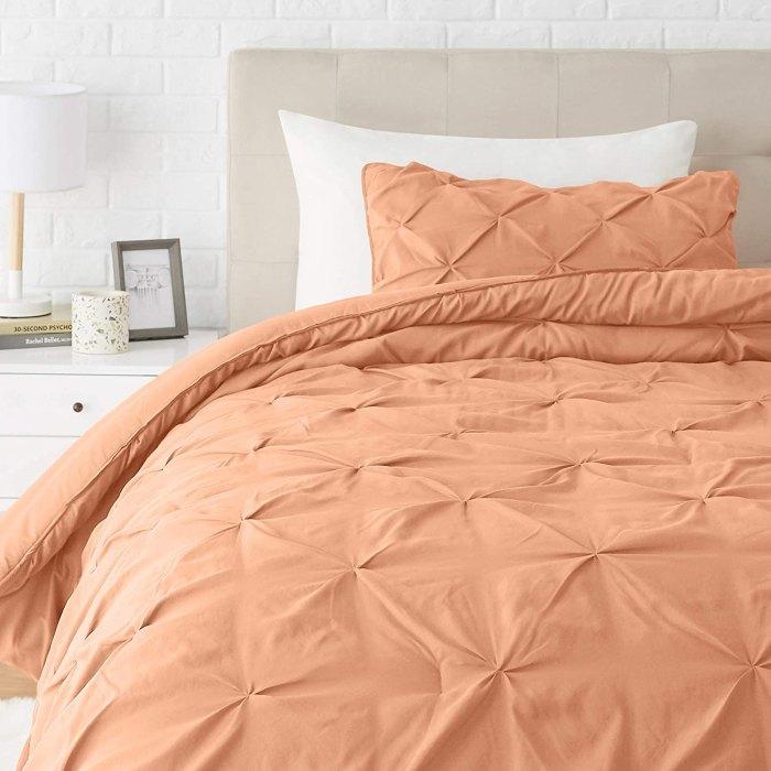 Juego de cama de edredón alternativo con plumón plisado de Amazon Basics - Twin / Twin XL, Vintage Brick