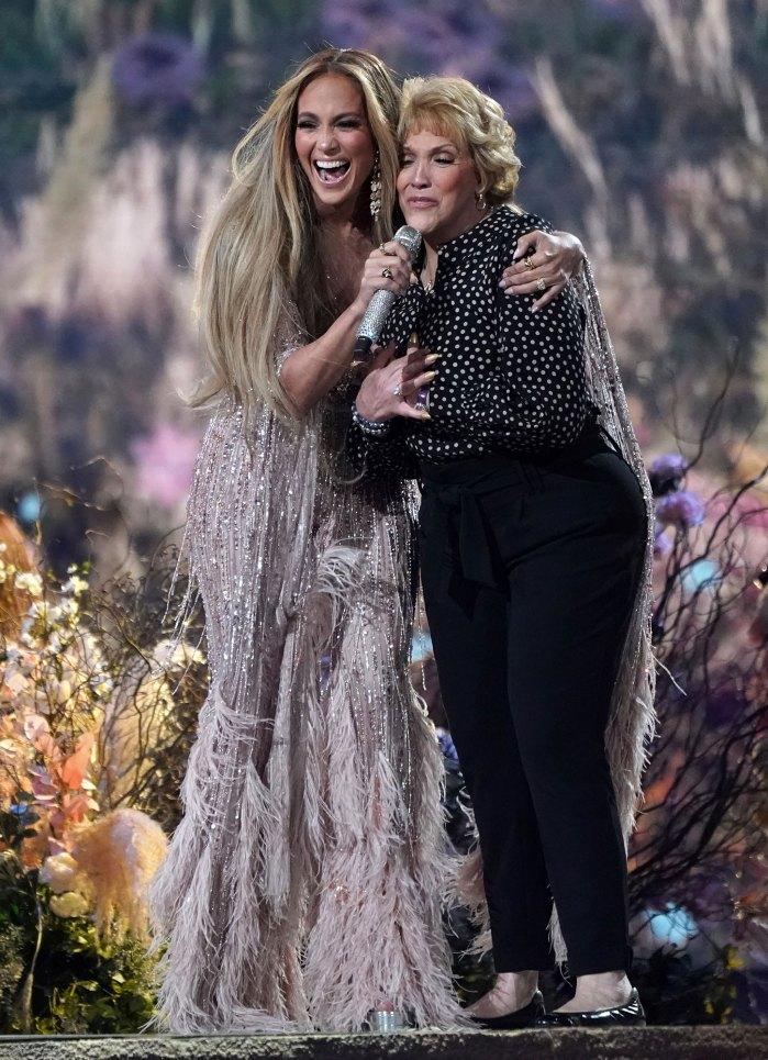 Ben Affleck está filmando un nuevo proyecto en Las Vegas, y recibió una visita especial de la mamá de J. Lo