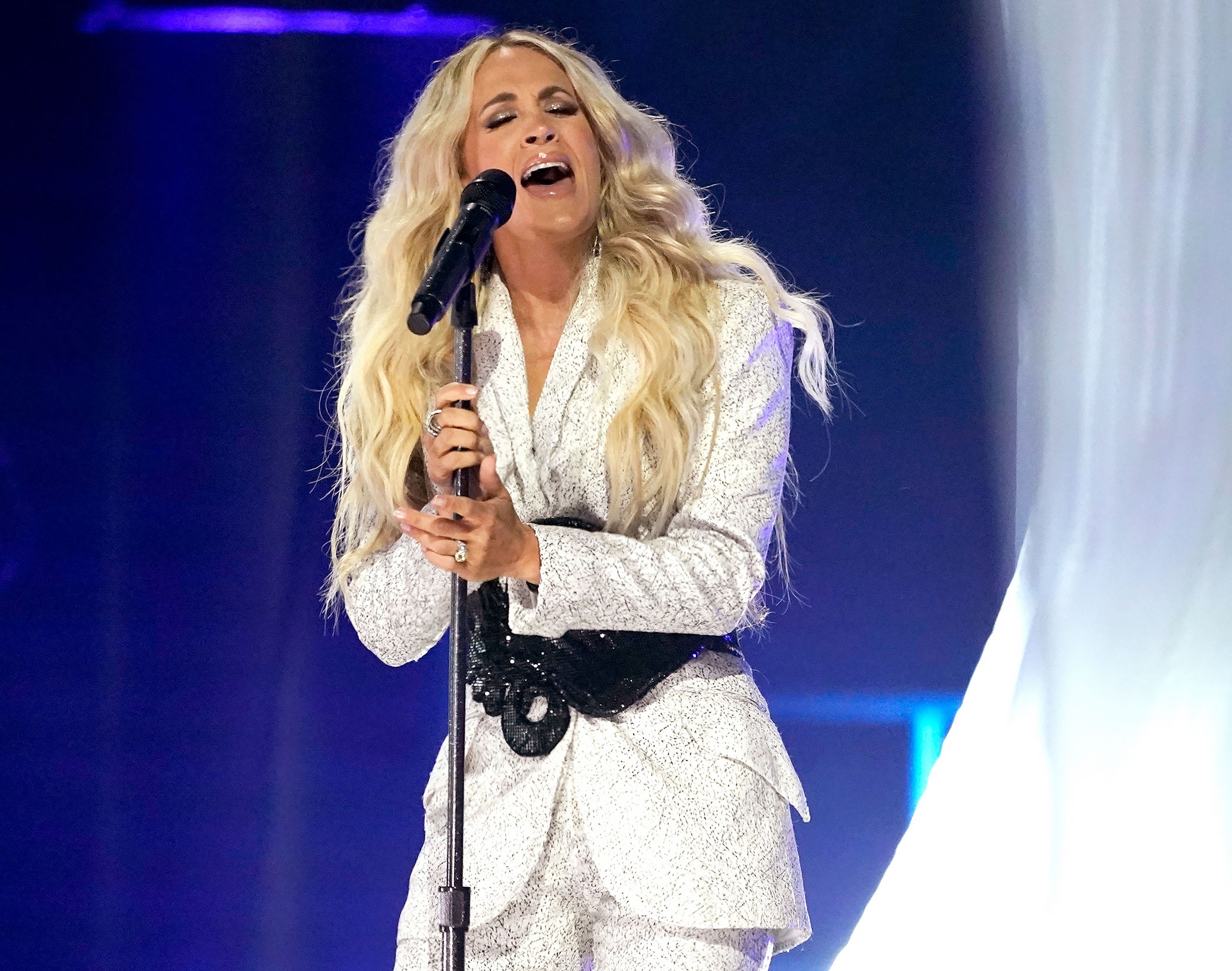 Bow Down! Carrie Underwood Delivers Showstopping Performance at CMT Awards