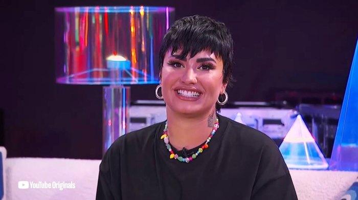 Demi Lovato dice que su familia ha logrado un 'progreso' usando sus nuevos pronombres después de salir del armario como no binario