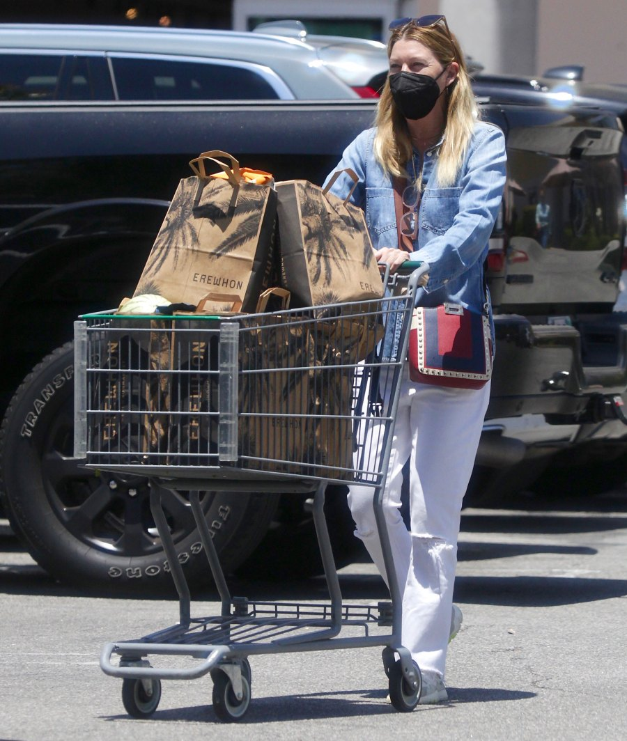Ellen Pompeo They Push Grocery Carts Just Like Us