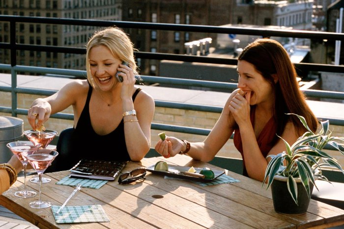 Former Costars Kate Hudson and Kathryn Hahn Reunite for Double Date