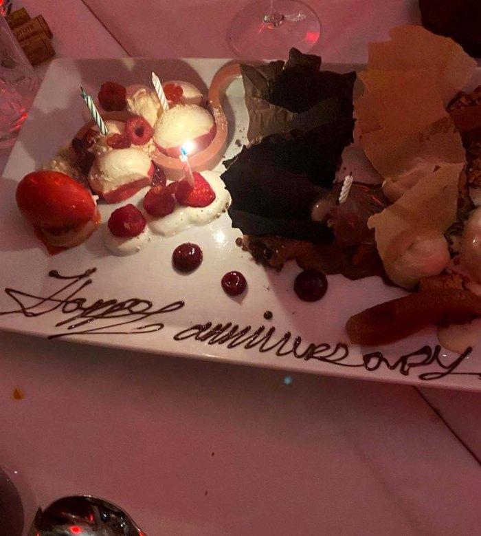 Jana Kramer cena pastel de feliz aniversario después de la separación de Mike Caussin