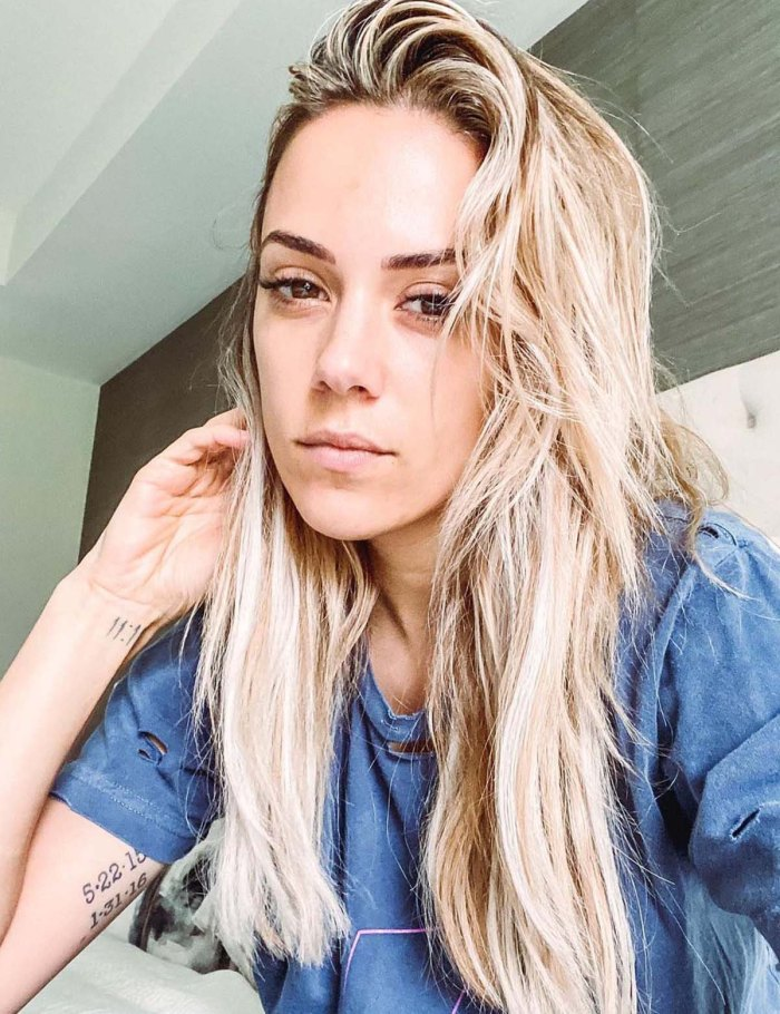 Jana Kramer Theres Still Hate Hurt With Mike Caussin Amid Divorce