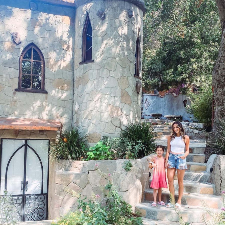 Jana Kramer Vacations With 5 Year Old Daughter Jolie No Princes Needed