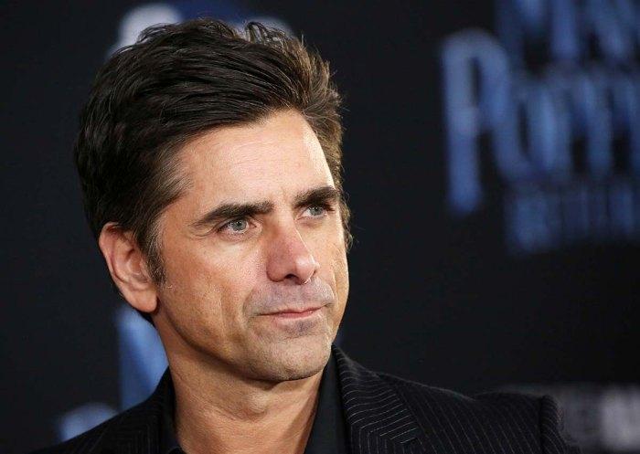John Stamos critica a un político que dice que un personaje gay arruinó a Cruella